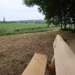bankje en uitzicht Eltenberg en kerk